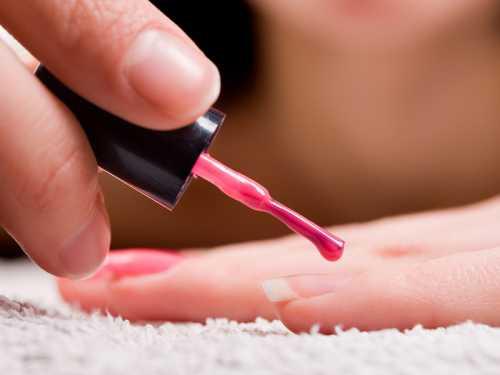 Sesión de manicura a color o francesa