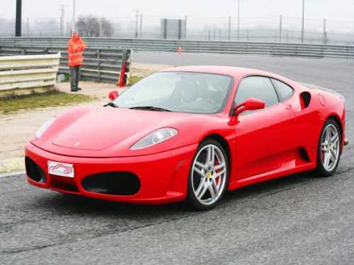 Hotel para 2 + Conducción de Ferrari, Lamborgini o Porsche ¡Al límite!