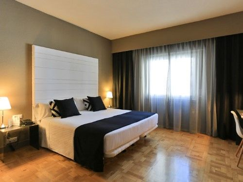 Oferta única con desayuno en el hotel 3 estrellas ¡En el corazón de Pamplona!