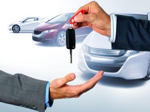 ¿Te vas de vacaciones y necesitas coche de alquiler? ¡Te ayudamos!