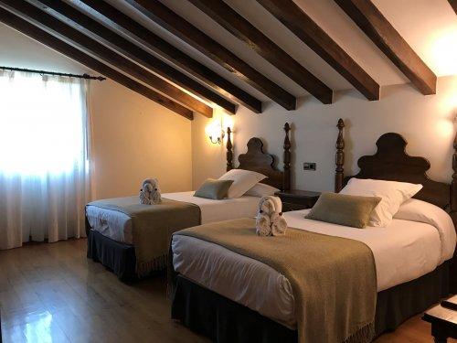 1 o 2 noches con desayunos + Spa + visita en Santillana del Mar