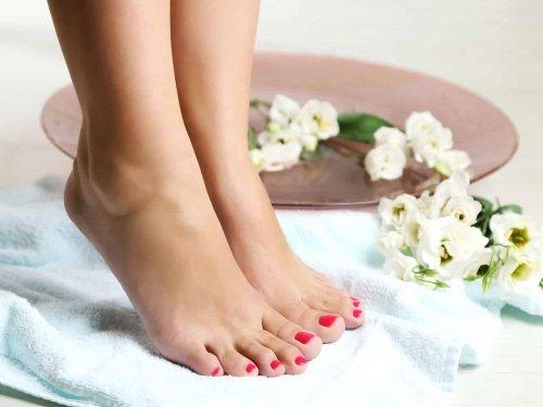 Pedicura completa con jacuzzi podal y alta cosmética