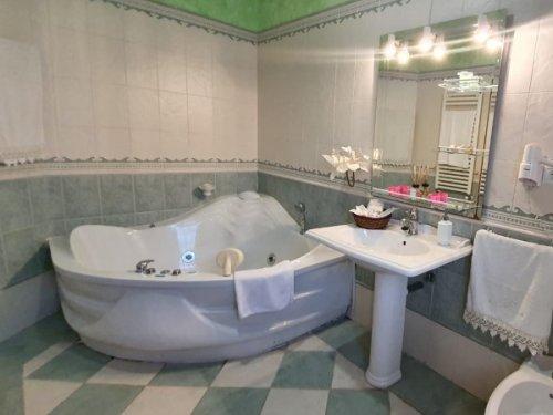 2 Noches en apartamento con jacuzzi y piscina ¡Cantabria romántica!